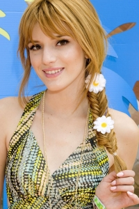 bella-thorne-plaited-hair